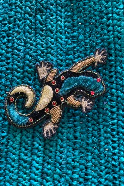 Broche Made In India