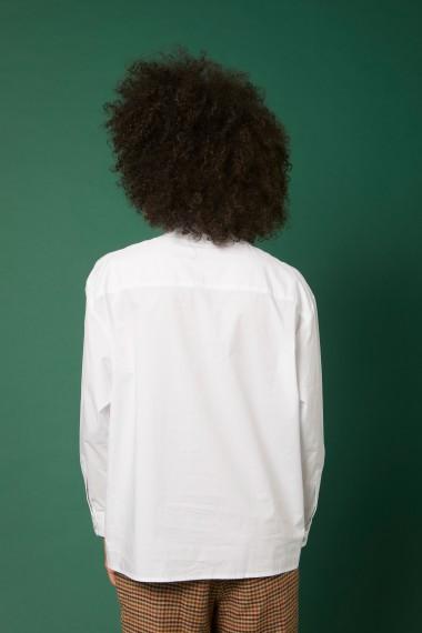 la mannequin porte une taille 1 et mesure 1m73